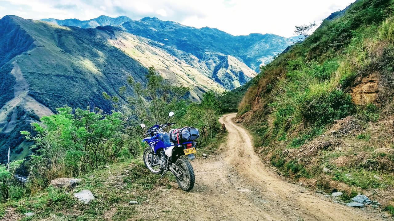 COLOMBIA – ACROSS THE GREEN ANDES