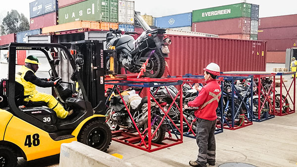 Motorcycles packing and shipping